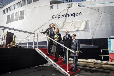 Søren Poulsgaard Jensen, CEO Scandlines / Simon Borrows, øverste chef 3i / Sally Borrows, gudmor / Thomas Andersen, CEO FAYARD A/S,  Christian B. Jensen, kaptajn