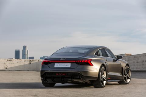 Audi e-tron GT concept (kinetic dust) bagfra