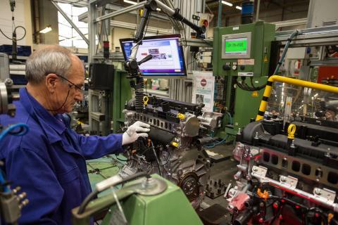 Supermoderní automobilová továrna Fordu ve Valencii (1)