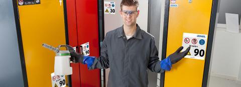 Vilket kemikalieskåp ska du välja? Tre frågor som besvarar frågan.