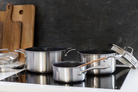 Pots_non-stick_C35SS-NS_C15SS-NS_C50SS-NS_in_kitchen_landscape