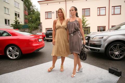 Kristin Kaspersen och Malin Berghagen anländer