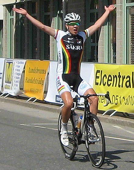 Sportson Jönköping sponsrar Philip Lindau, svensk mästare i linjelopp