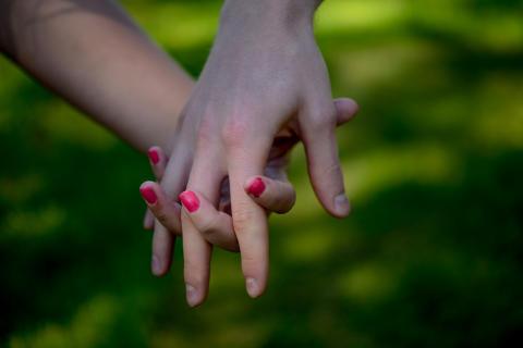 Fler kvinnliga par gifter och skiljer sig