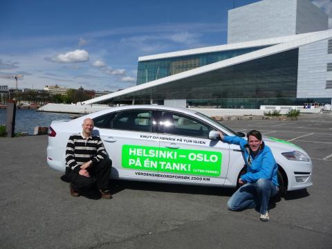 Knut Wilthil og Henrik Borchgrevink kjørte 2536,4 km på en dieseltank med en ordinær Ford Mondeo ECOnetic.