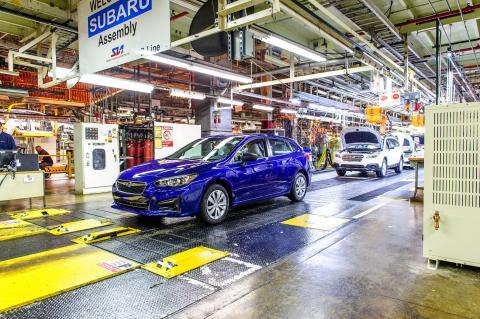 Första Imprezan rullar av bandet i Subarus Indiana-fabrik