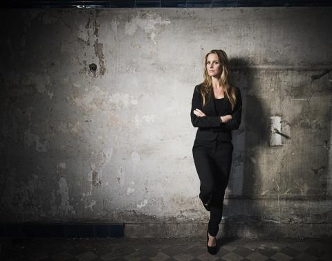 Deckarförfattaren Emelie Schepp skriver kontrakt med HarperCollins Nordic