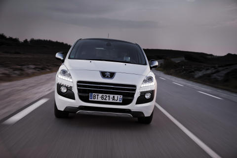 """Peugeot vinder den prestigefyldte pris """"Det gyldne rat"""" for HYbrid4-teknologien"""