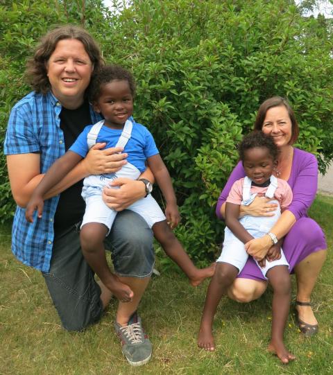 Adopterte tvillinger fra Madagaskar