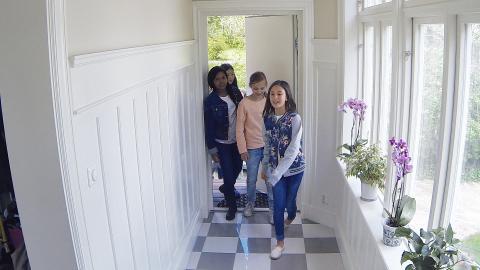Bostadsägare kan använda en Smart Cam för flera olika ändamål; från att se om barnen har kommit hem säkert från skolan