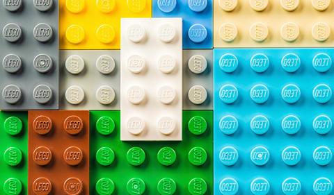 Kaverin Legoja lainaamassa