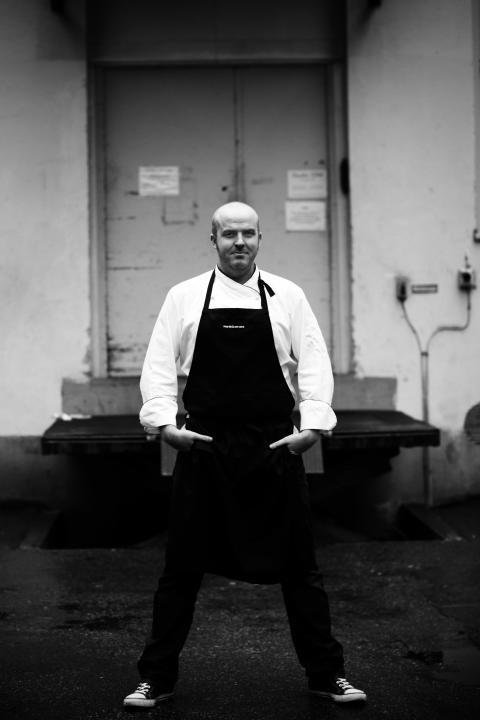 Magnus Hansson - Kock och initiativtagare till Gatans Mat - en kokbok till förmån för hemlöshet