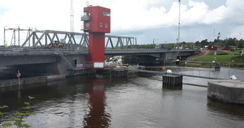 Utmanande reparation av bro i Kvicksund