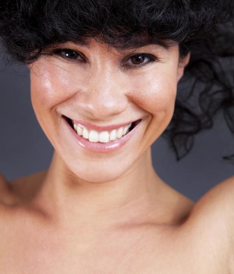 Låt dig värmas av brasilianska rytmer när Miriam Aïda kommer till Jazzcafé!