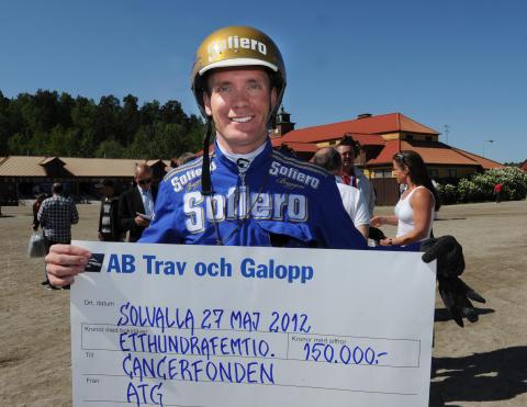 Björn Goop med checken