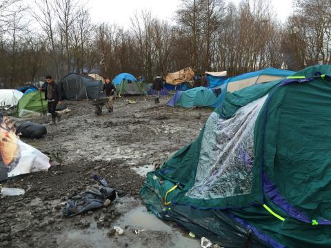 Läkare Utan Gränser bygger flyktingläger i Frankrike