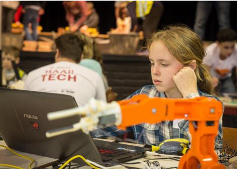 Talentenfabriek | Met Haai!TECH ontdekken jongeren in Geel wetenschappen en techniek
