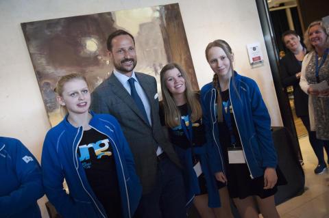Kronprinsen møtte mange ungdommer på Læringsfestivalen