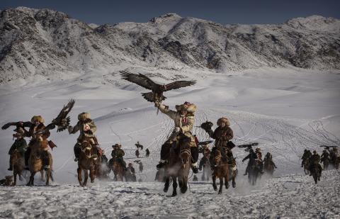 Eagle Hunters of Western China, fot. Kevin Frayer