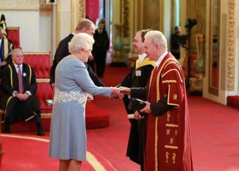 Queen presents Anniversary Prize