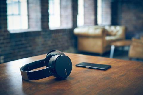 Sony_MDR-XB950B1_Lifestyle_01