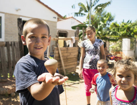 Riksbyggen skänker 50 000 till Världens Barn