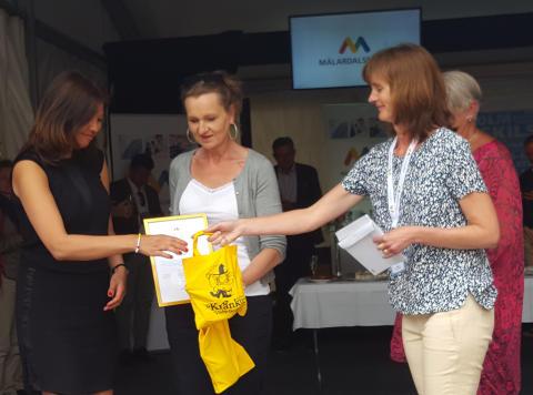 MatLust är Årets Mälardarling 2017. Projektchef Sara Jervfors tog emot priset med kommunalråd Boel Godner. Prisutdelare var Mälardalsrådets generalsekreterare Maria Nimvik Stern.