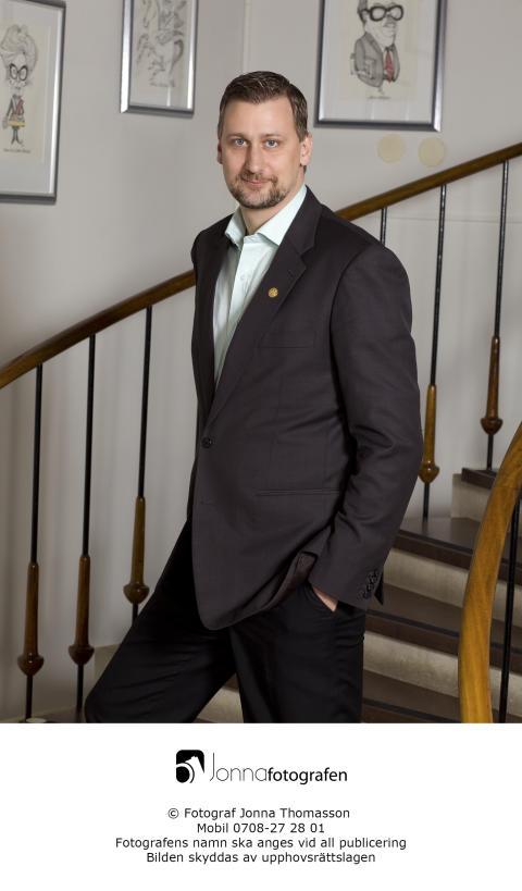 Högupplöst bild på Daniel Dronjak Nordqvist (M) ordförande i kommunstyrelsen i Huddinge kommun