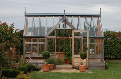 Det engelska växtuset i finaste ceder!