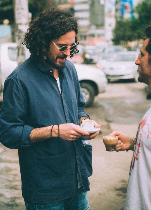 Max Herre im Gespräch mit Viva con Agua-Mitbegründer Michael Fritz in Äthiopien