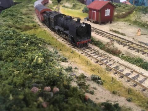 Modelltåg - 75 meter modelljärnväg visas på UKK 18-21/2