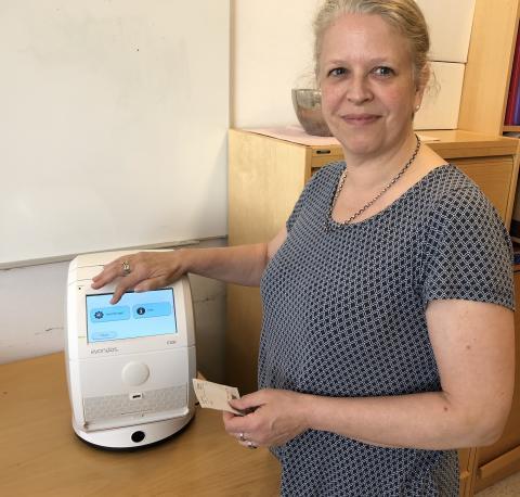 Mestrer egen medisinering med elektroniske medisindispensere