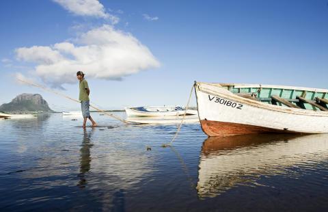 Mauritius_Fischer mit Booten©MTPA_Bamba
