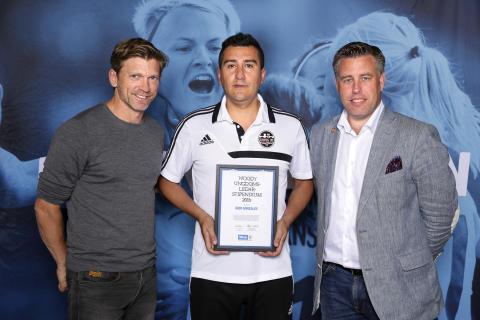 Igor Gonzales, Årsta FF, tilldelas  Woody Ungdomsledarstipendiet 2016