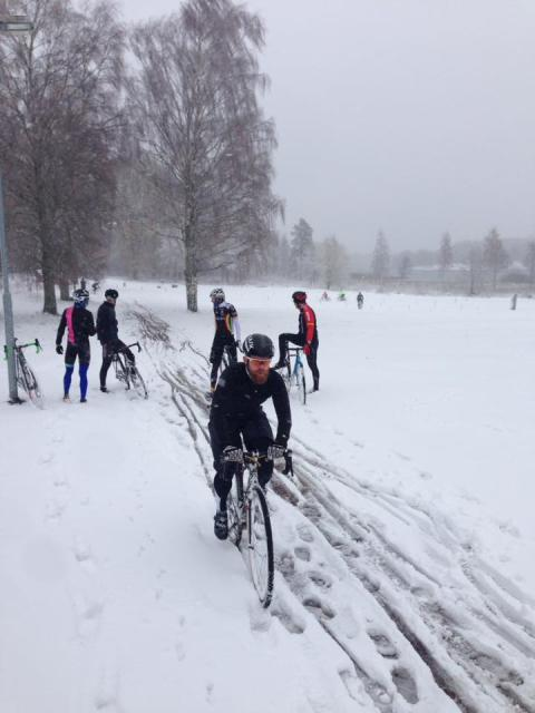 Snön en extra utmaning i årets sista Cykel-SM
