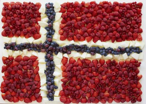 Det norske flagget - med frukt og bær