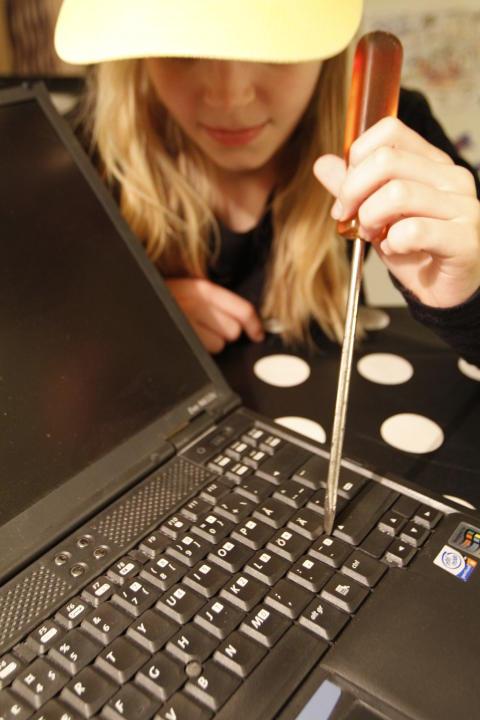 Leken med elektronikskrot på skolor och förskolor en allvarlig hälsorisk