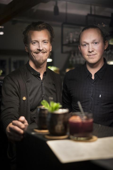 Matkreatör Paul Svensson & Fotografiskas barchef Elias Wennberg i Fotografiskas bar - platsen för  biweekly