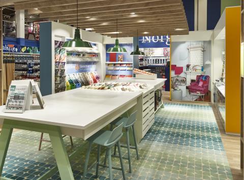 Hjertet i Fargerikes nye butikkonsept er et digert fargestudio!