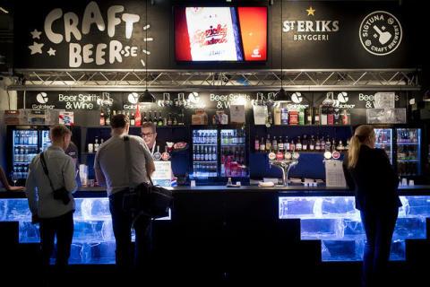 Har du någonsin köpt en öl eller whisky – utan pengar?