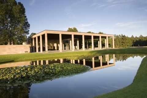 Skogskyrkogården/The Woodland Cemetery: Näckrosdamm/Lilly pond