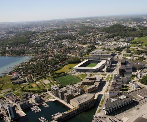 Hinna Park Facility Management AS signerer storavtale med Compass Group