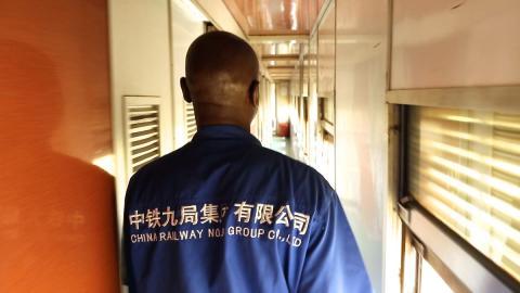 Recherchefoto In a Tazara train