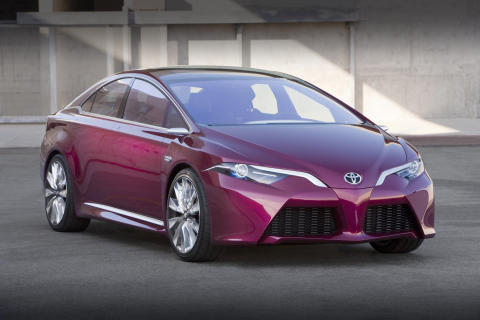 Toyota NS4 – avancerad plug-in-hybridbil med fokus på prestanda, kommunikation och säkerhet