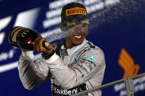 Hamilton vinner Singapores GP och går upp i VM-ledning