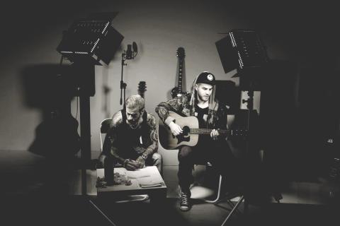 Stora Drömmar Kräver Mod, ny video och singeln av Umeås hip-hopveteranerna Block 44 och Umeås okrönte soulkung Daniel Lindström .