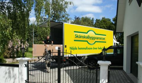 Hemleverans lastbil Skånska Byggvaror