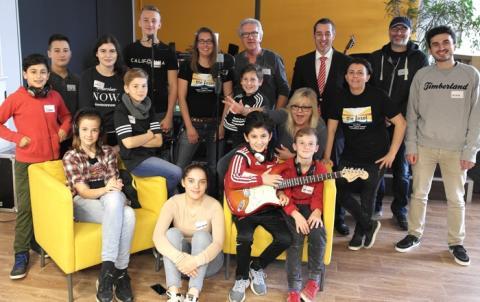 """""""Mein zweites Haus"""" - Sparkassenstiftung Kaarst-Büttgen unterstützt therapeutisches Songprojekt der Kinder- und Jugendfreizeiteinrichtung """"Die Insel"""" in Kaarst."""