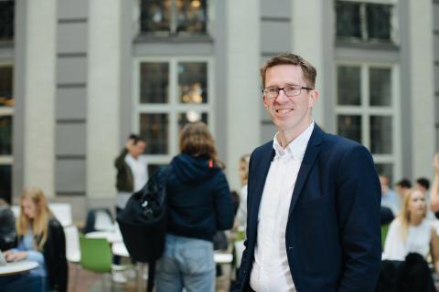 Samarbete mellan akademi och praktik en pedagogisk framgångsfaktor för Handelshögskolan i Stockholm