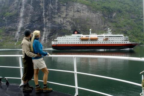 Hop on-hop off – semester med Hurtigruten